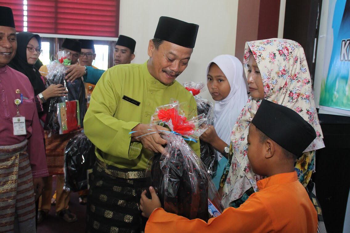 Dinas Sosial Salurkan 500 Paket Operasional Sekolah Pogram PKH