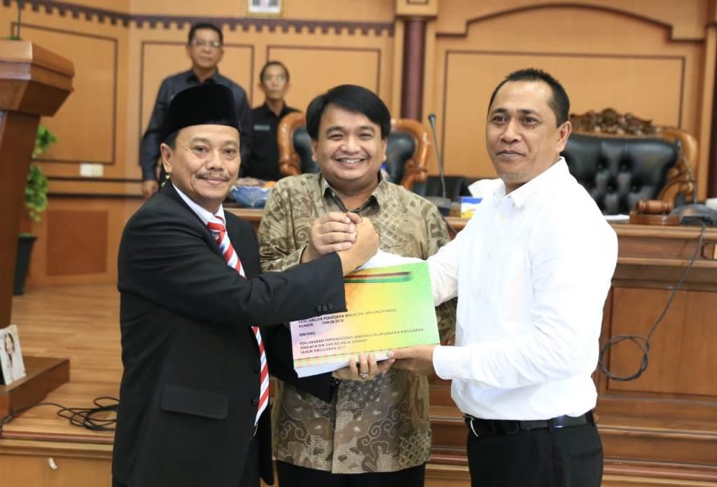 Penjabat Wali Kota Raja Ariza Sampaikan Ranperda Pertanggunjawaban Pelaksanaan APBD 2017