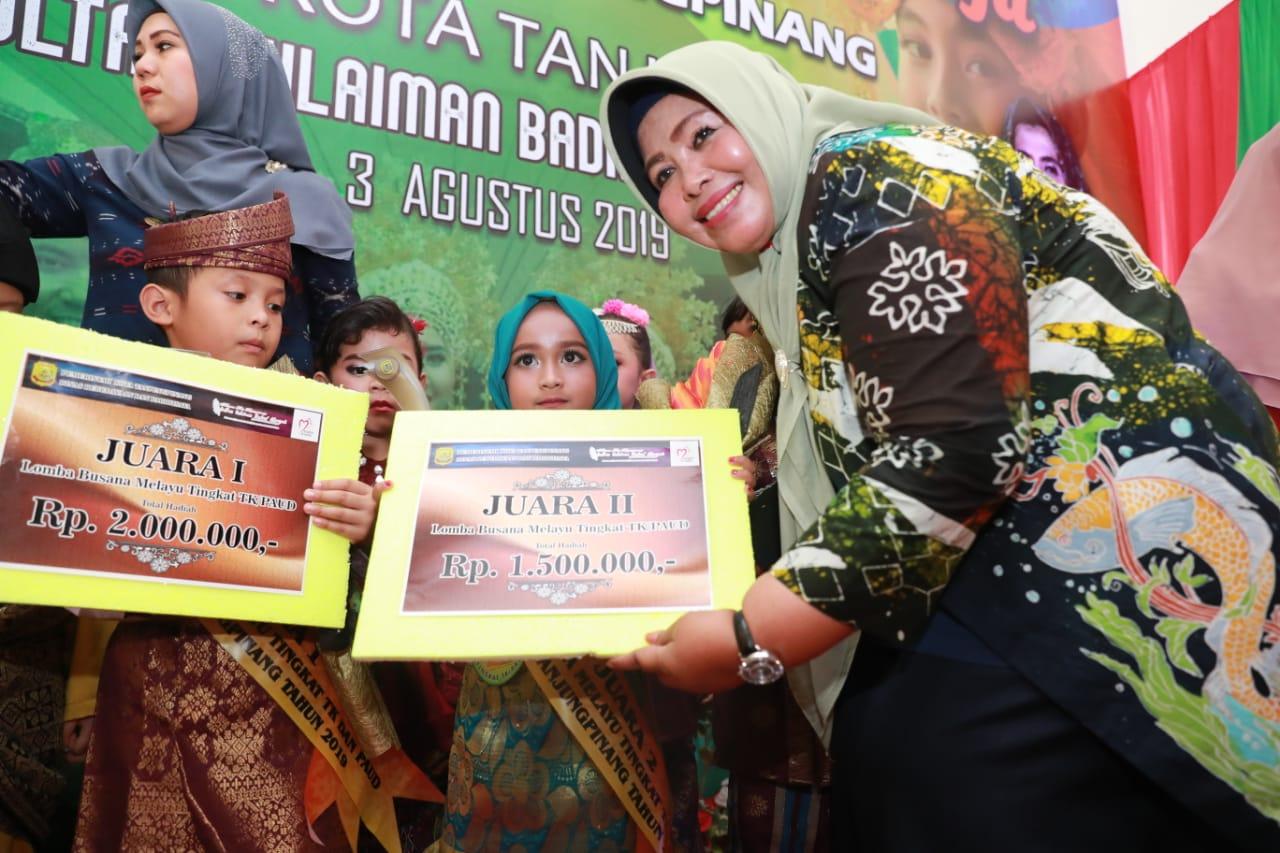 "Lomba Busana Melayu PAUD/TK, Juwariyah : ""Kenalkan Budaya Melayu Sejak Dini"""