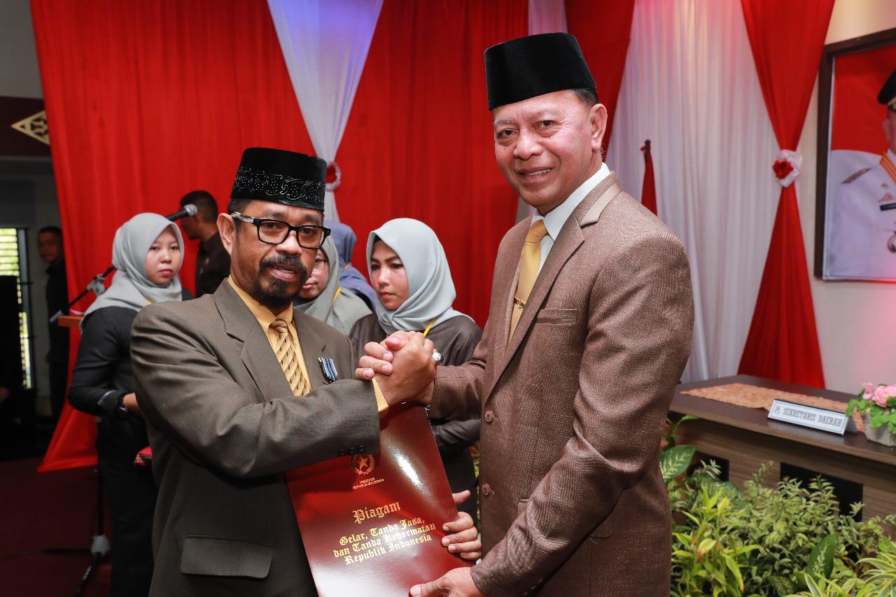 Wali Kota Tanjungpinang Sematkan Tanda Satyalancana Karya Satya kepada 315 PNS