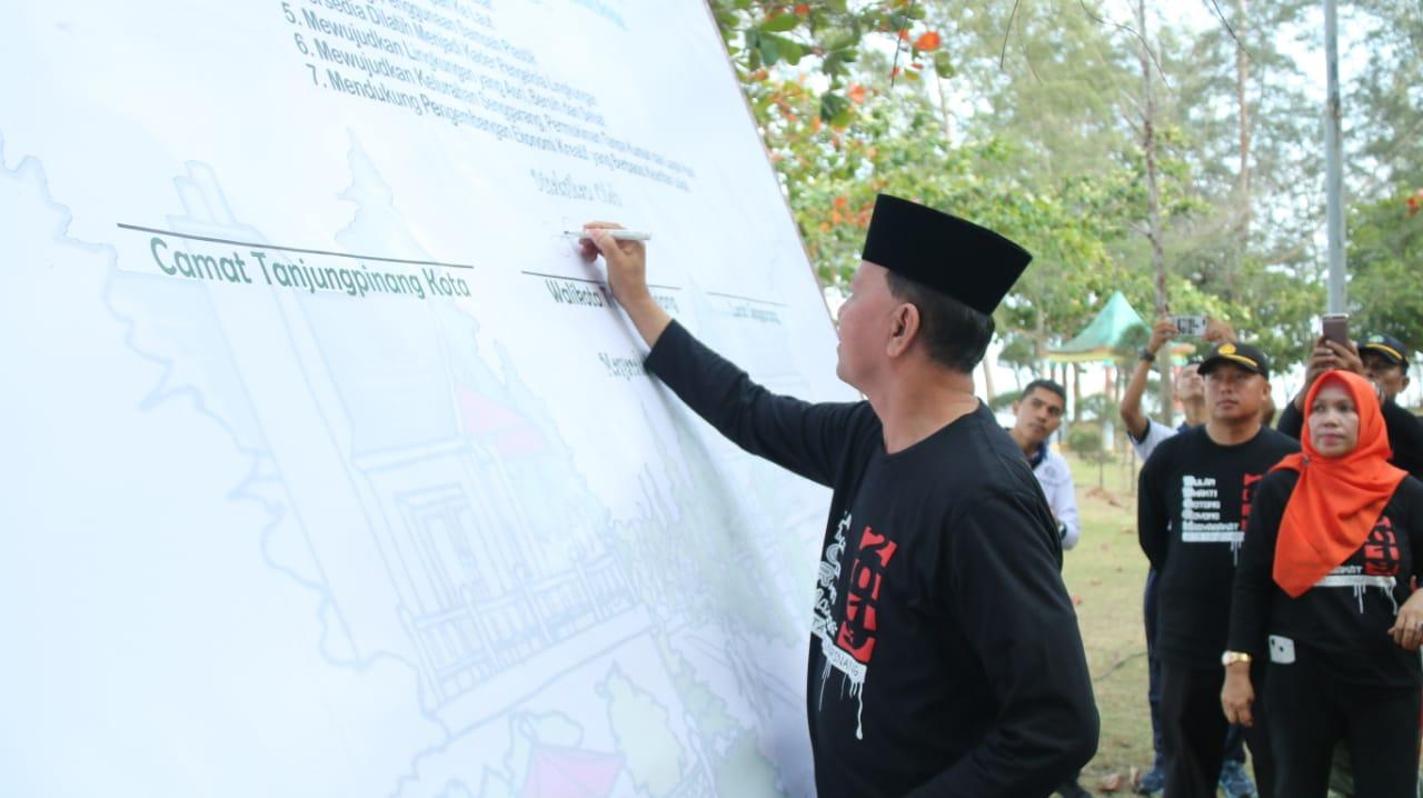 Wali Kota : Jangan Buang Sampah ke Laut