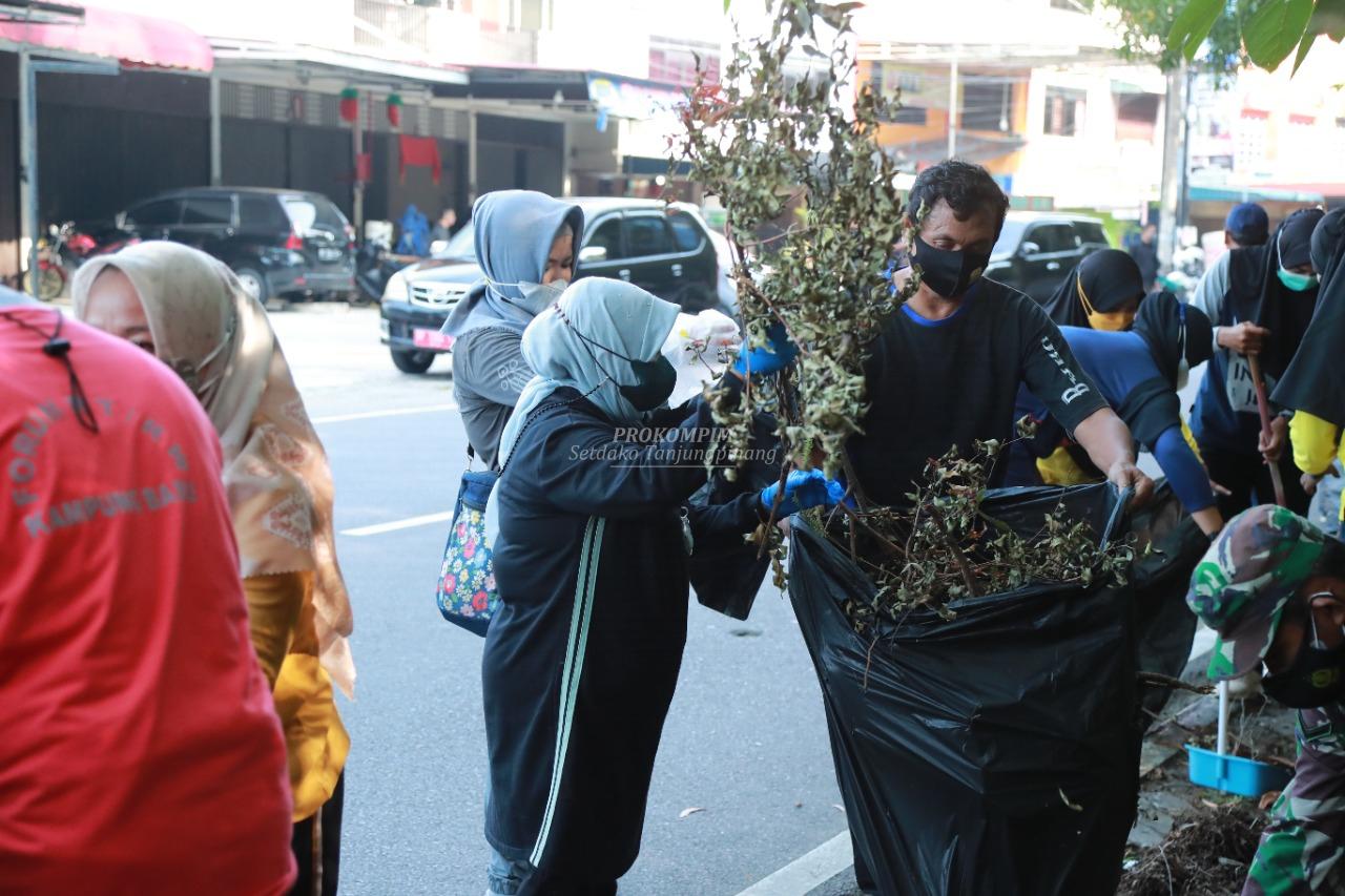 Aksi Goro ASN Pemko Tanjungpinang Warnai Penyambutan Hari Jadi Ke-20 Kota Otonom