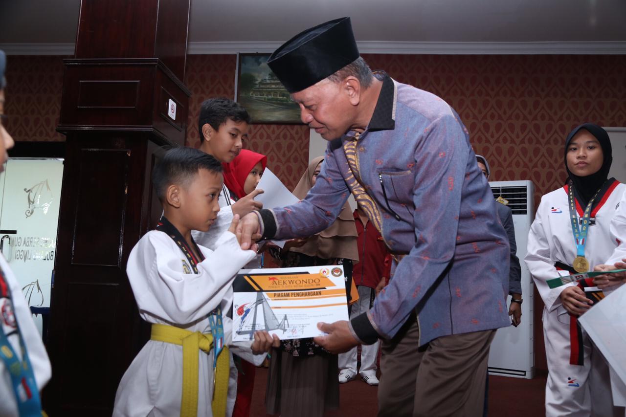 Syahrul Beri Apresiasi Taekwondo Tanjungpinang